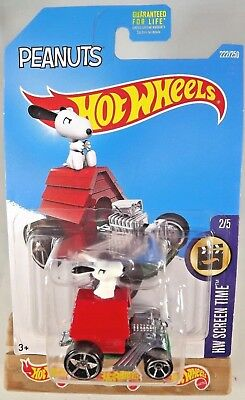 Hot Wheels 2018 screen time Snoopy rojo Peanuts