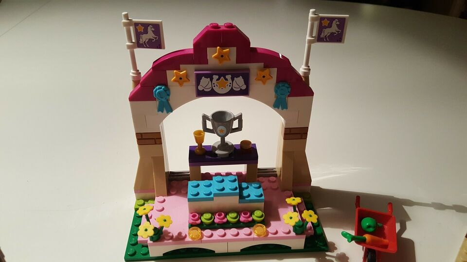 Lego Friends, 41057 Heartlake hesteshow