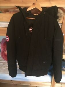 2019-CANADA-GOOSE-Chilliwack-Bomber-Down-Coyote-Fur-Black-Size-Large