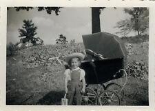 PHOTO ANCIENNE - VINTAGE SNAPSHOT - ENFANT LANDAU MODE CHAPEAU DRÔLE - CHILD