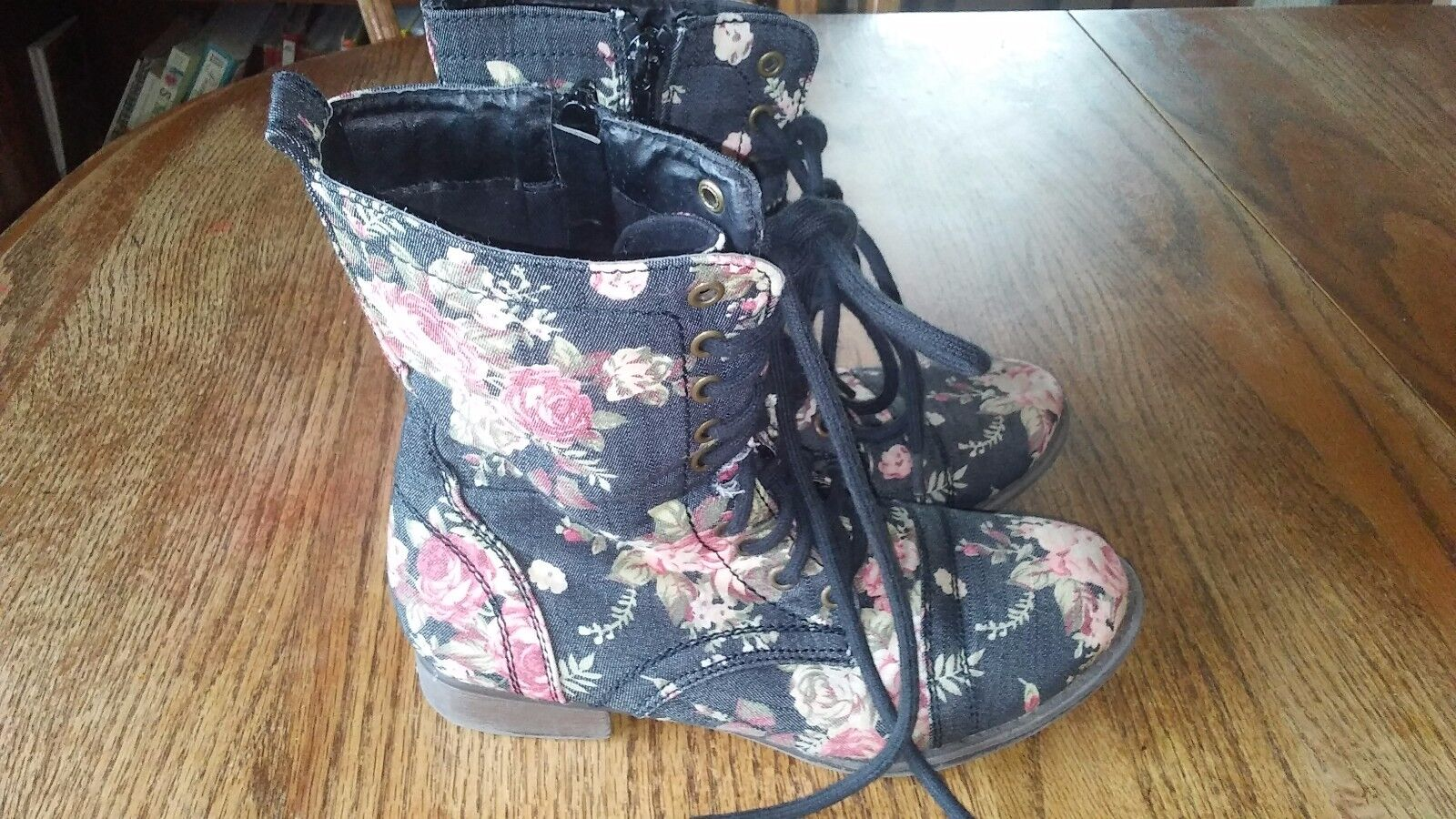Aeropostale women's Lace up with Zipper boots Size 6 Black Pink Floral Canvas
