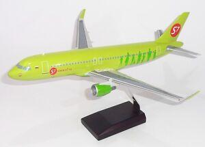 S7-Siberia-Airlines-Airbus-A320-Desk-Display-1-100-Jet-Model-Plane-AV-Airplane