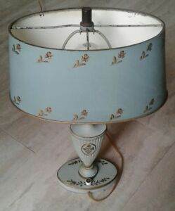 Vintage-Cast-Metal-Hand-Painted-Gold-Leaf-Tole-Pattern-Lamp-original-metal-shade