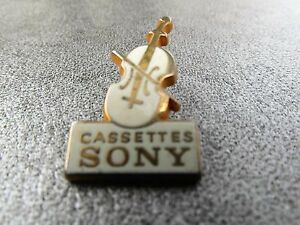 RARE-PINS-PIN-039-S-VIOLONCELLE-MUSIQUE-CASSETTES-SONY-NF-ZAMAC-TOSCA