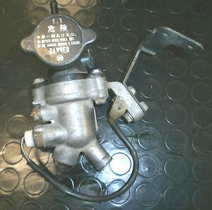 SUZUKI-GSXR-750-92-94-engine-code-R720-Termostato-thermostat-valve