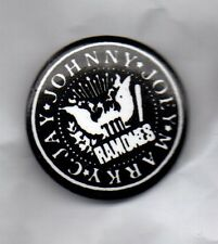 RAMONES PUNK BUTTON BADGE > AMERICAN  PUNK ROCK BAND - ROCKET TO RUSSIA
