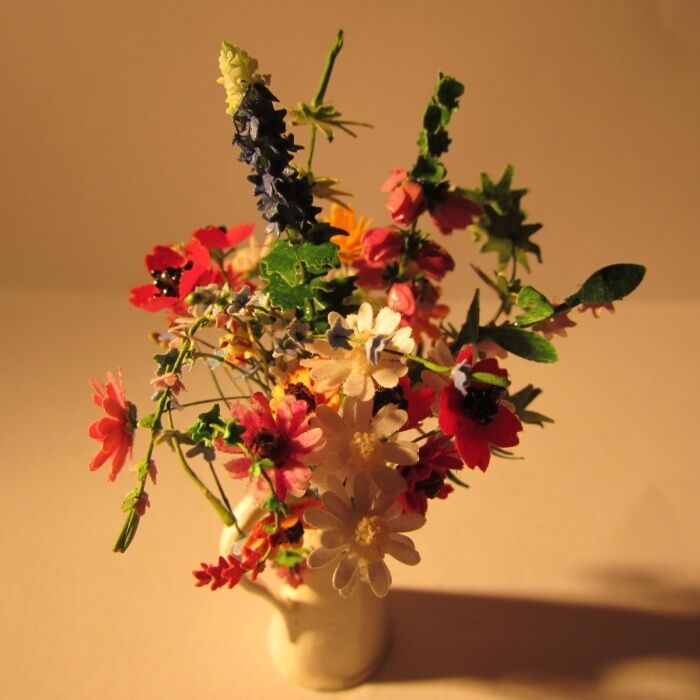 Flowers in in in a vase  Doll house miniature 1 twelfth 00439b