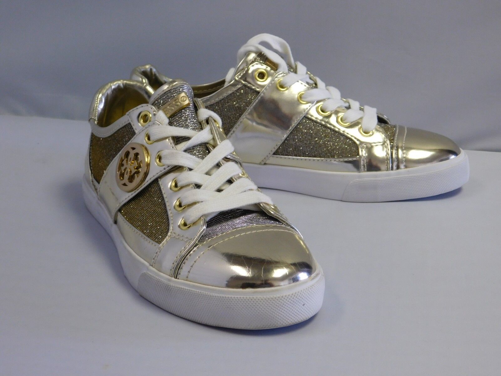 Guess Macby 3 Damens Round Toe Synthetic Gold Sneakers, 6M