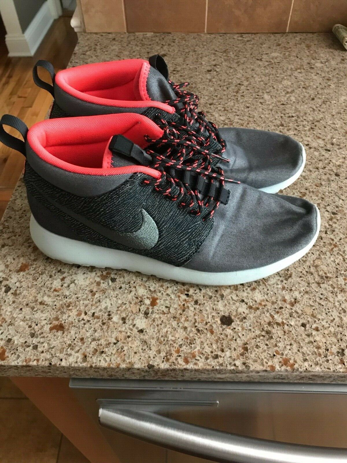Pre-owned Nike Roshe Run Mid QS  Tokyo , Size 8.5