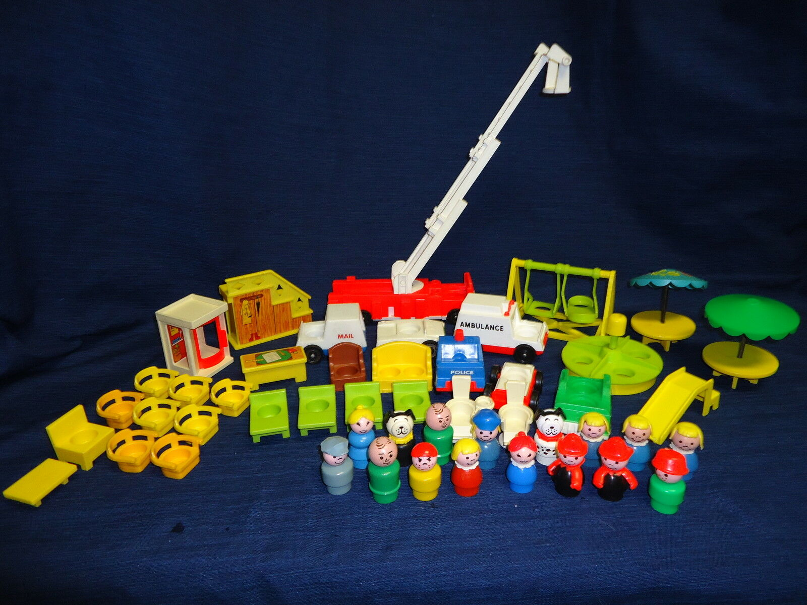 Large lot of 40+ FISHER PRICE LITTLE PEOPLE Toys FIRE ENGINE PLAYGROUND Police