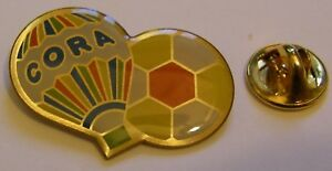 HOT-AIR-BALLOON-CORA-SOCCER-BALL-FOOTBALL-vintage-Pin-Badge