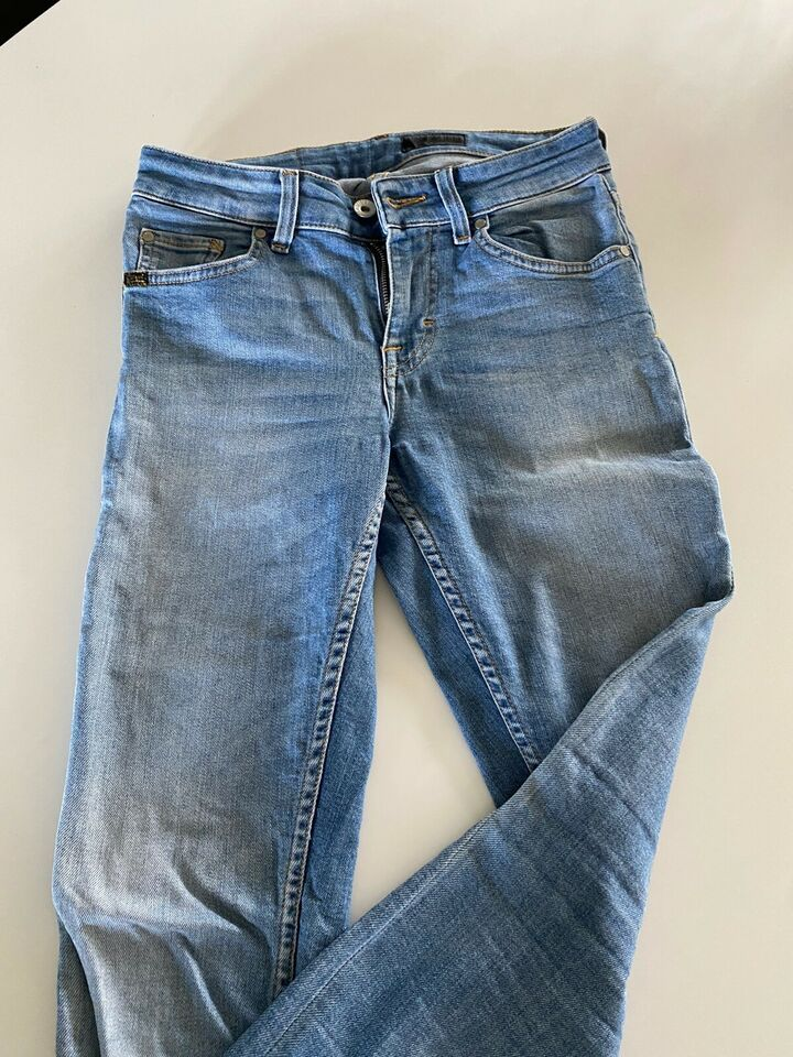 Jeans, Won hundred, str. 26