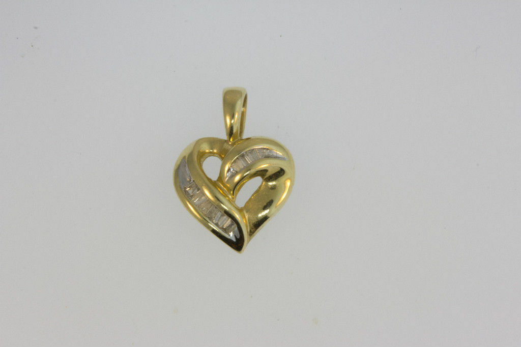 PETITE 14k YELLOW gold BAGUETTES DIAMOND STONES HEART PENDANT  1.6g