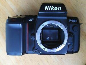 Appareil photo argentique Nikon f801 en très bon état.