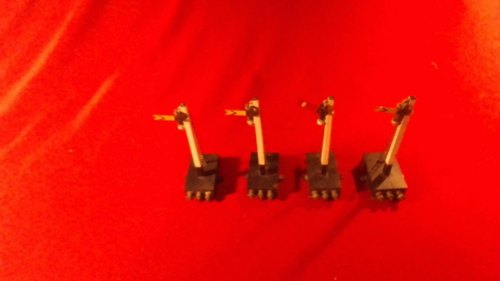Early English OO (HO) Twin Trix Railways Electric Semaphore Signals