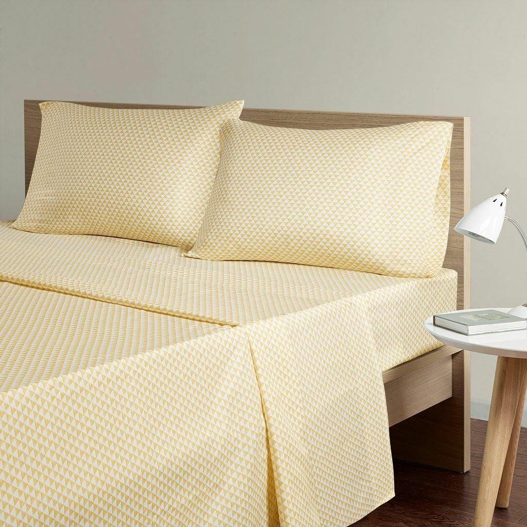 Luxury Gelb & Weiß Triangle Print Microfiber Printed Sheet Set - ALL GrößeS