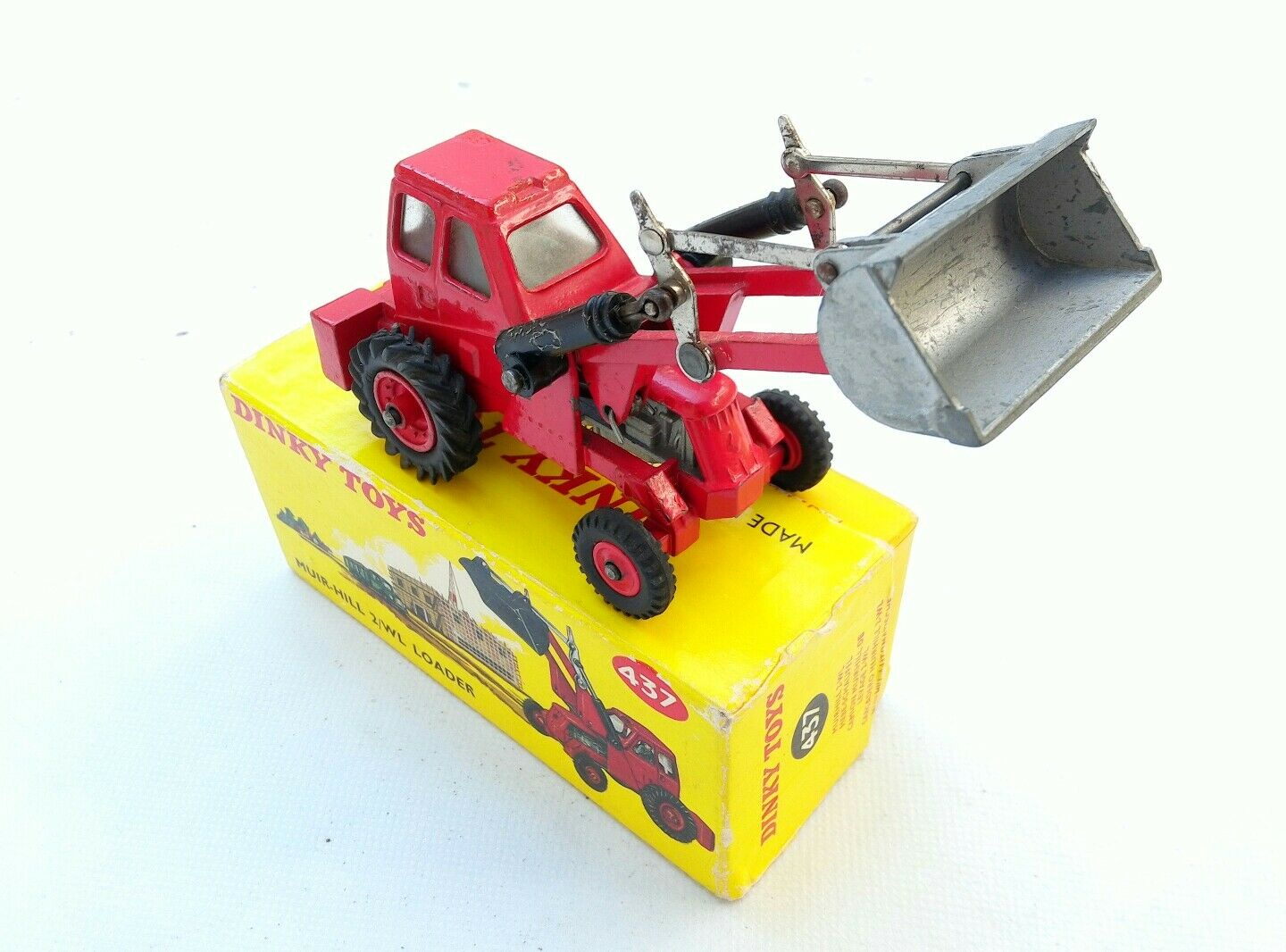 Dinky toys tractochargeur 437 GB