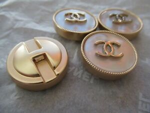 Chanel-4-Buttons-22mm-Lot-Of-2-Mother-Of-Pearl-Gold-Tone-Cc-Logo-Lot-4