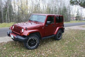 Excellent 2012 red Jeep Wrangler with two tops