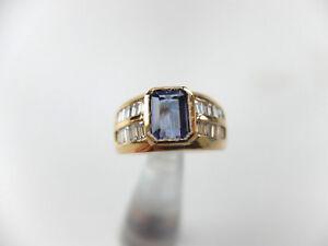 1-Damenring-mit-1-Tansanit-und-20-Diamanten-im-Baguetteschliff-in-750-Gelbgold