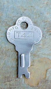 Antique,Trunk,Keys,Steamer,T907,Old,Vintage,Key,Rare,Trunks,Foot Locker,Lockers