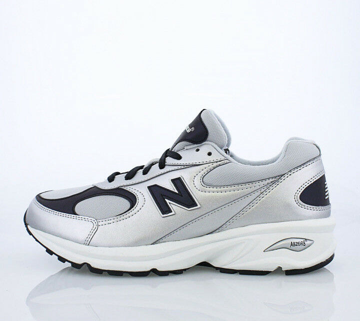 Men NEW New shoes D 9.5 Size walking running Leather Silver