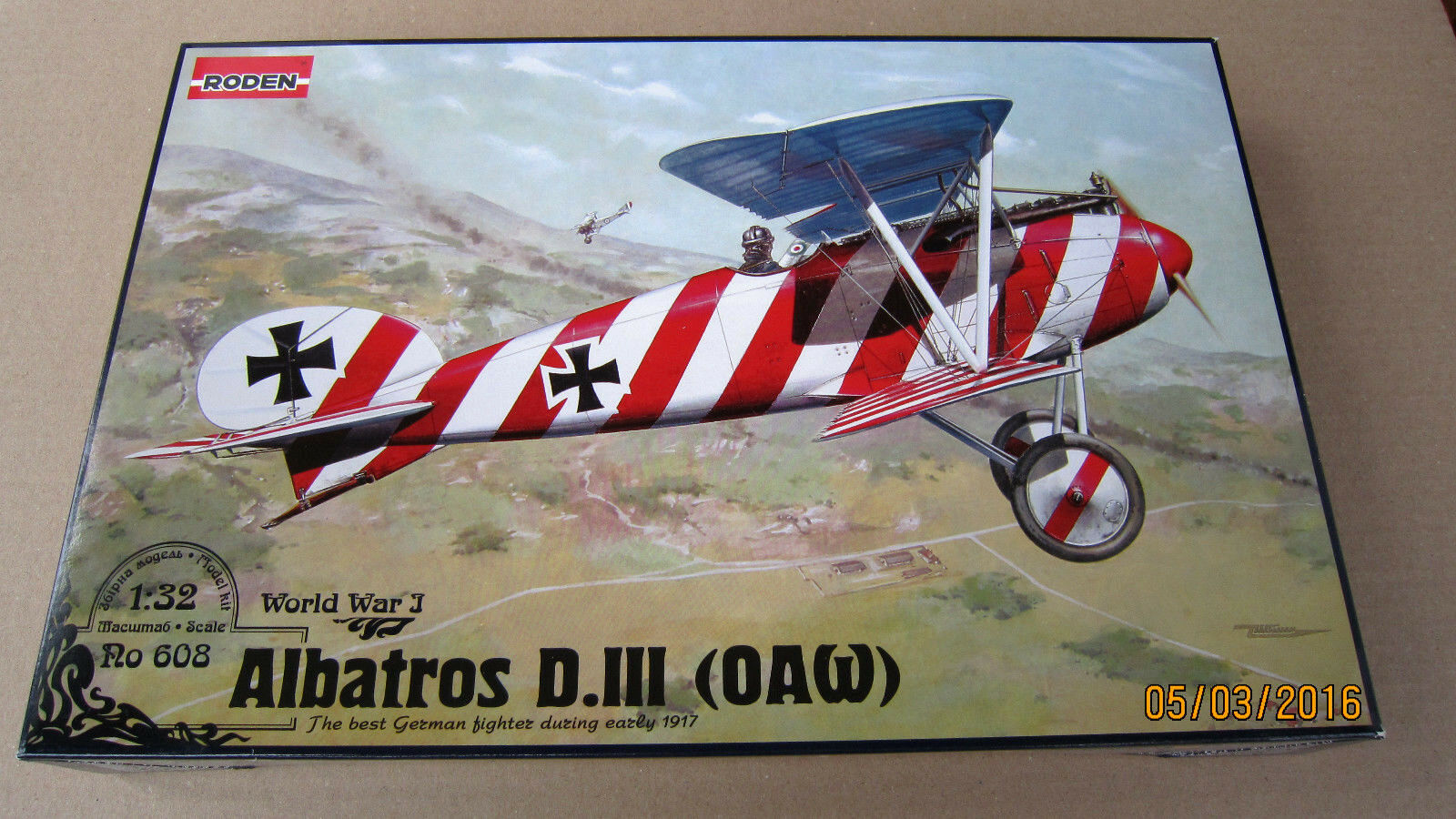 Albatros D.III (OAW) fighter WWI model kit    1 32  Roden