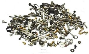 Honda-CBR-600-RR-PC37-Bj-03-Schrauben-Reste-Kleinteile