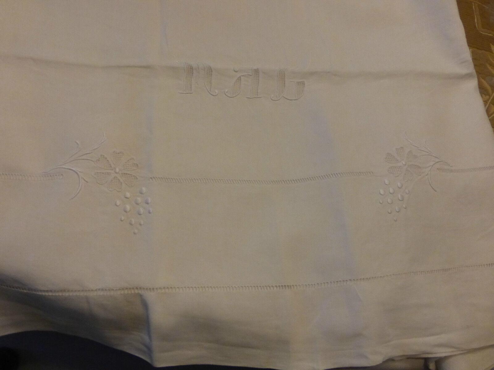 Grand drap ancien brodé à jour fleur monogramme MAL en lin 230X 320