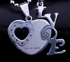 2 colliers, pendentif un coeur + un Love à séparer pour couple.
