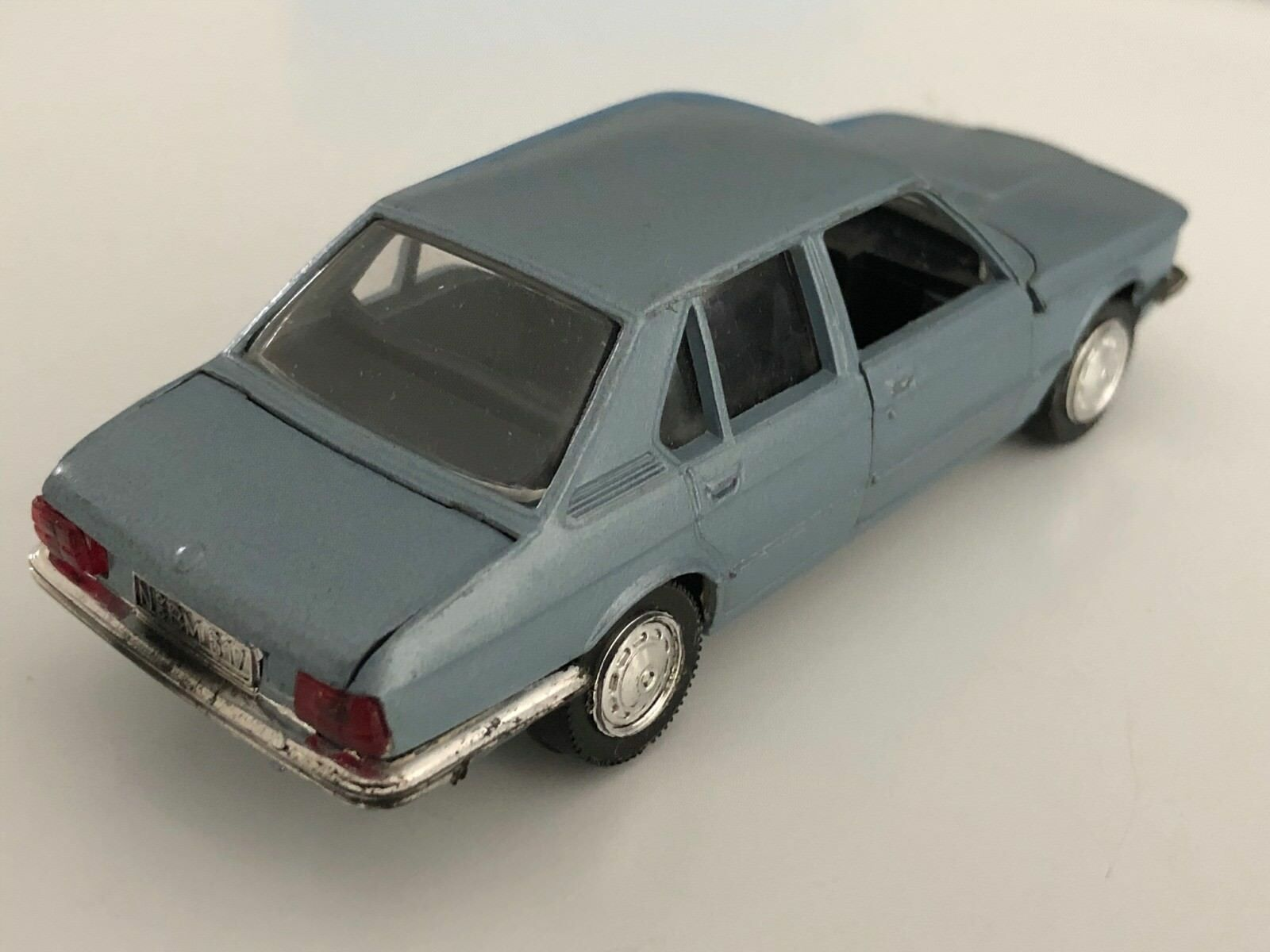 Rare and Collectable Schuco BMW 525 E12 in in in Saphire bluee Metallic 098131