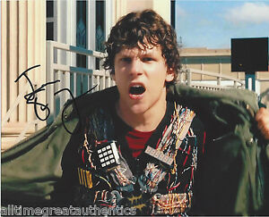JESSE-EISENBERG-HAND-SIGNED-AUTHENTIC-30-MINUTES-OR-LESS-8X10-PHOTO-w-COA-PROOF