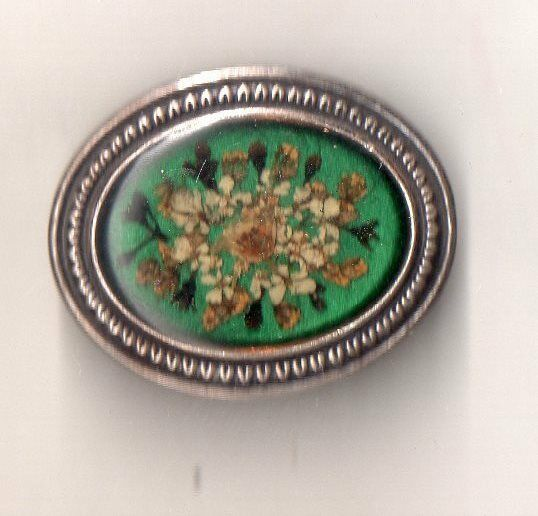 BROCHE ART DECO  VINTAGE  FLEUR NATURELLE SECHEE SOUS RESINE DECOR BOUQUET