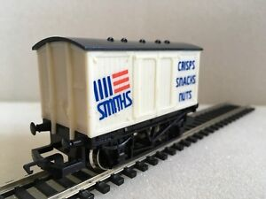 Hornby-R135-Smiths-Crisps-Snacks-Nuts-Closed-Van-Boxed-Tracked-48-Post