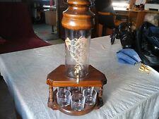 bouteille avec dessin grappe sur suport et 6 petit verres