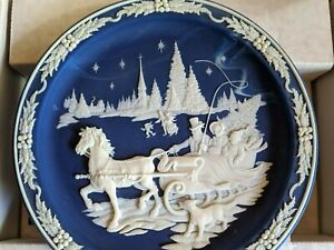 Beautiful Decorative Plate Christmas Cameos Home With The Tree 170 Ebay
