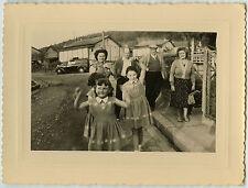 PHOTO ANCIENNE - FILLE DANSE ROBE VOITURE - GIRL DRESS CAR - Vintage Snapshot