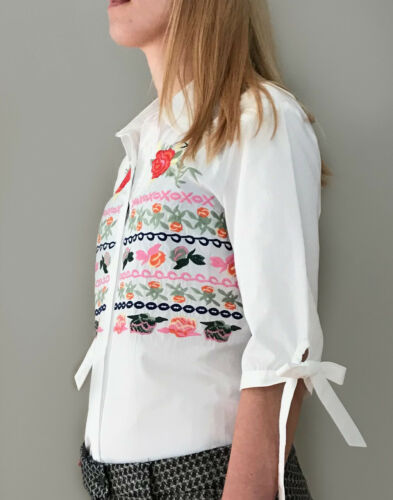 Women/'s White Shirt Embroidered with flowers