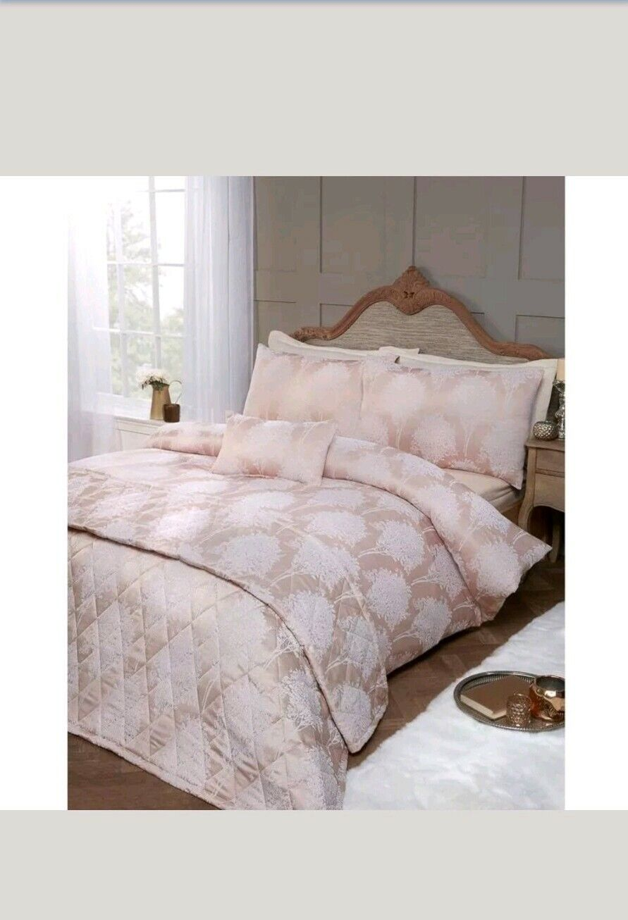 Brand New Florence Jacquard Bed in a Bag - Double - gold
