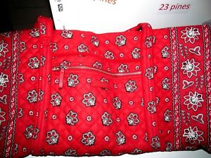 VERA-BRADLEY-RARE-ICONIC-TRAVEL-DUFFEL-RED-BANDANA-RETIRED-CHARGER-POCKET-NWT