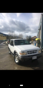 SELLING 4x4 FORD EXPLORER $1000 (Or best offer)