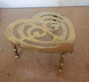 Antique-Celtic-Love-Heart-Trivet-Fireside-Kettle-Stand-15-x-16-x-9-cm-039-s