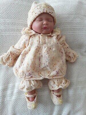"""Hand Knitted Angel Top Set 4 Pezzi Per Adattarsi 20 - 22"""" Rinato Baby/o 0 - 3 Baby-mostra Il Titolo Originale Bello A Colori"""