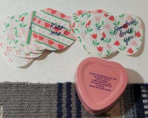 Vintage en forme de cœur métal Récipient en étain boîte ROSES Valentine Coeur messages cadeau