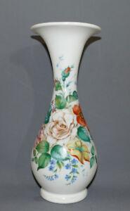Biedermeier-Glasvase-handbemalt-mundgeblasen-weisses-Glas-Blumenmalerei-30-7cm