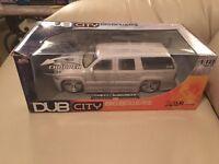 Chevy Suburban Gray 1:18 Dub City Big Ballers