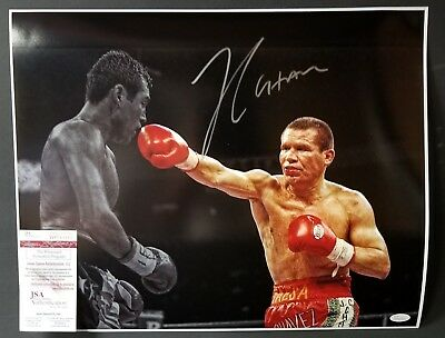 PSA//DNA Certified Autographed Boxing Magazines Julio Cesar Chavez Autographed Magazine Cover #S47372
