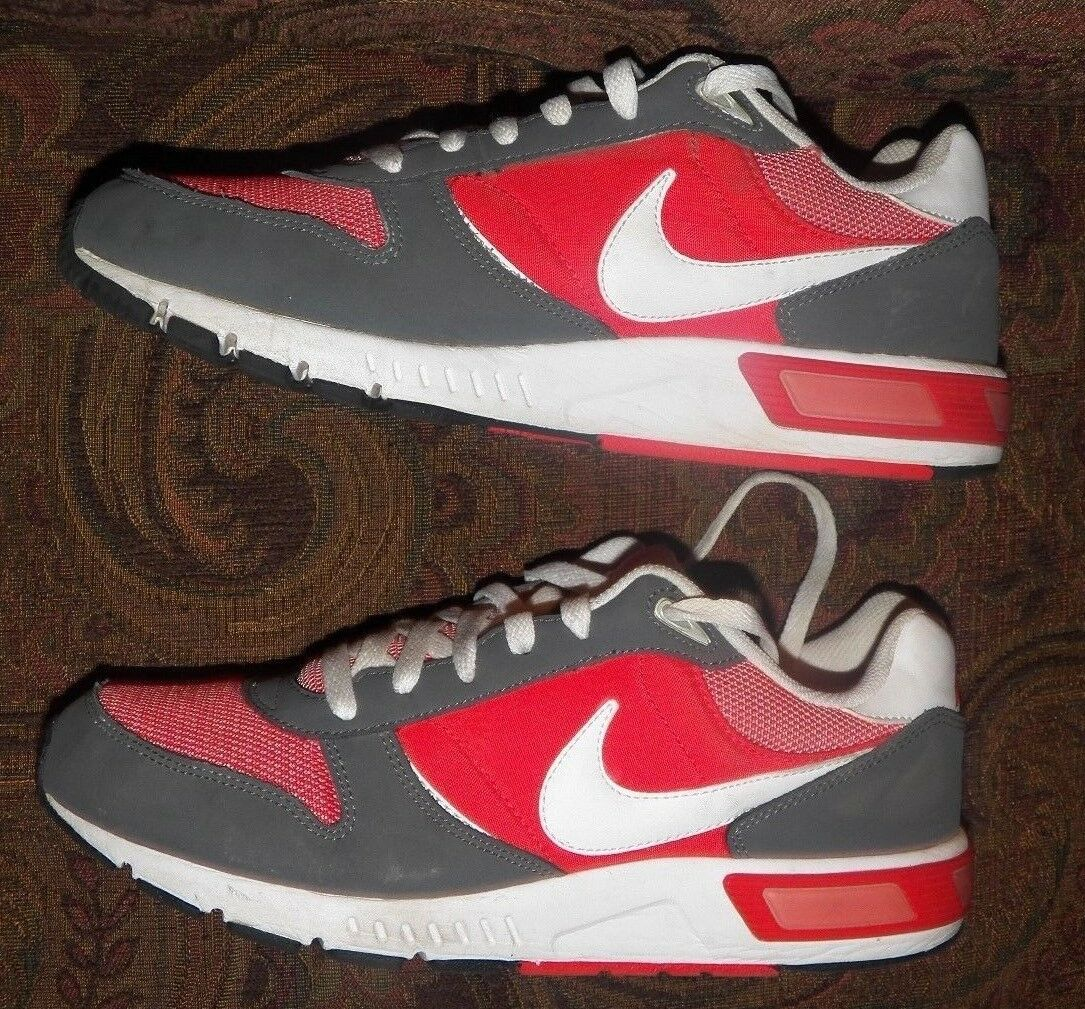 NIKE NIGHTGAZER DARK GREY/RED/WHITE TRAINING SNEAKERS US MEN'S SIZE 9 PRE-OWNED!