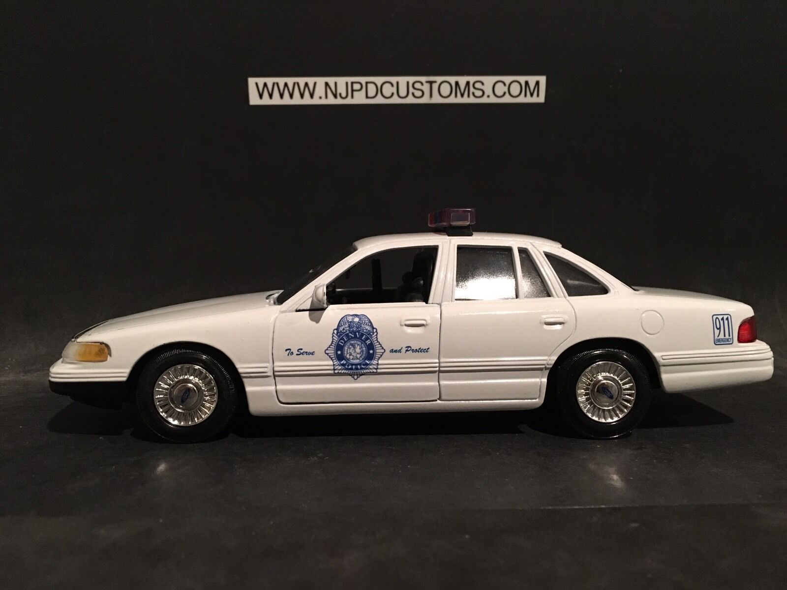 Denver , CO Police 1 24 Scale Ford Crown Victoria Police Car (1997 Model)