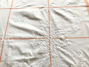 GORGEOUS-LARGE-VINTAGE-EMBROIDERED-WHITE-CHECKED-LINEN-TABLECLOTH-68X88-INCHES